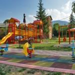 Русенци почистиха квартала си, дариха им детска площадка