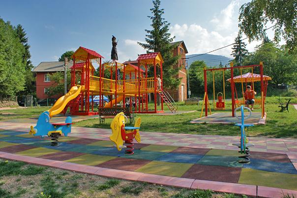 Photo of Русенци почистиха квартала си, дариха им детска площадка