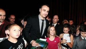 Димитър Бербатов отново вдъхновява децата на България
