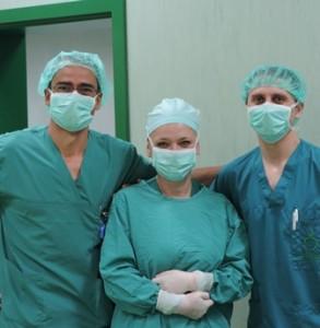 Ортопед- травматолозите д-р Калин Димитров и д-р Калин Ангелов палец на ръца реплантиране