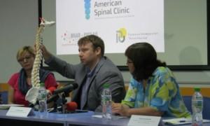 С д--р Марк Бери разговаряхме при визитата му в Русе за сколиозата, най-честите гръбначни проблеми и методите, които той практикува.
