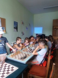 Заниманията по шах се радваха на голям интерес