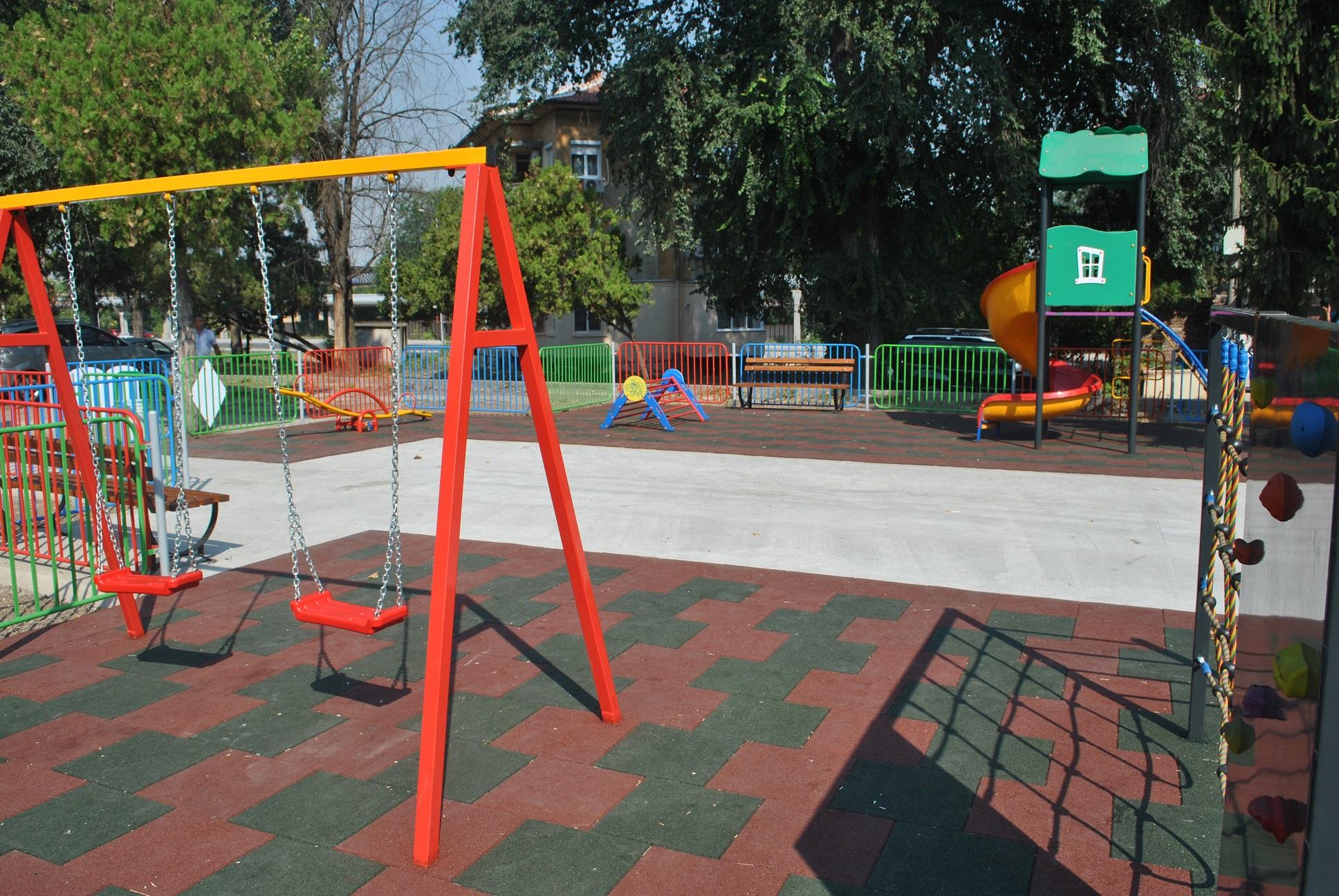 Photo of Дарител се вдъхнови от инициативността на русенци, подари им детска площадка