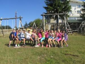 """60 деца от три русенски училища са на едноседмичен летен лагер в местността """"Узана"""", край Габрово."""