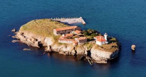 Островът на прочутата лечителка Света Анастасия забулен в тайни и мистерии
