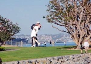 """70 години по-късно - целувката на медицинската сестра и моряка на """"Таймс скуейр""""..."""