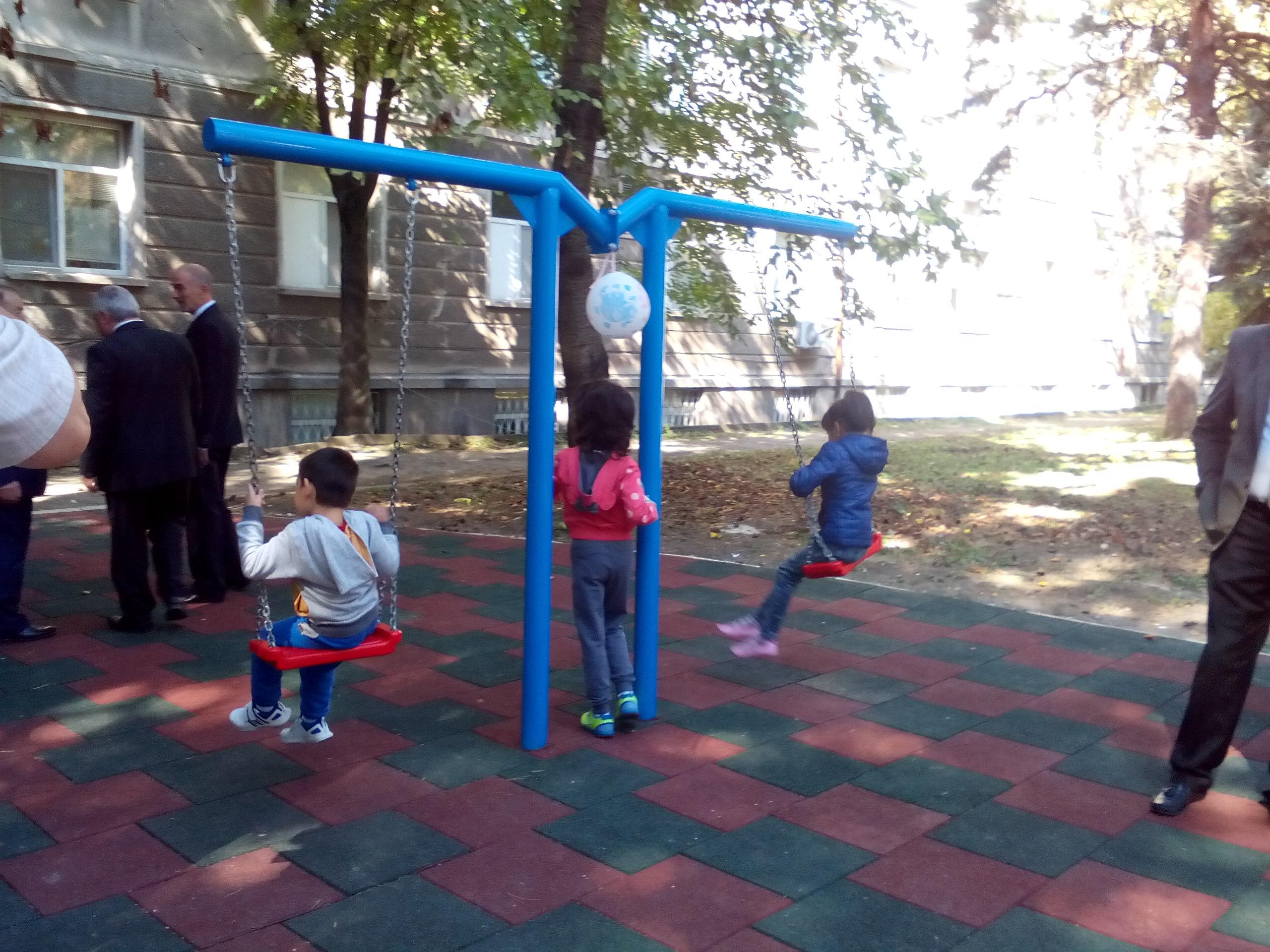Photo of Нова детска площадка радва малките пациенти в двора на УМБАЛ-Русе