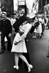 Прочутата снимка от 1945 година...