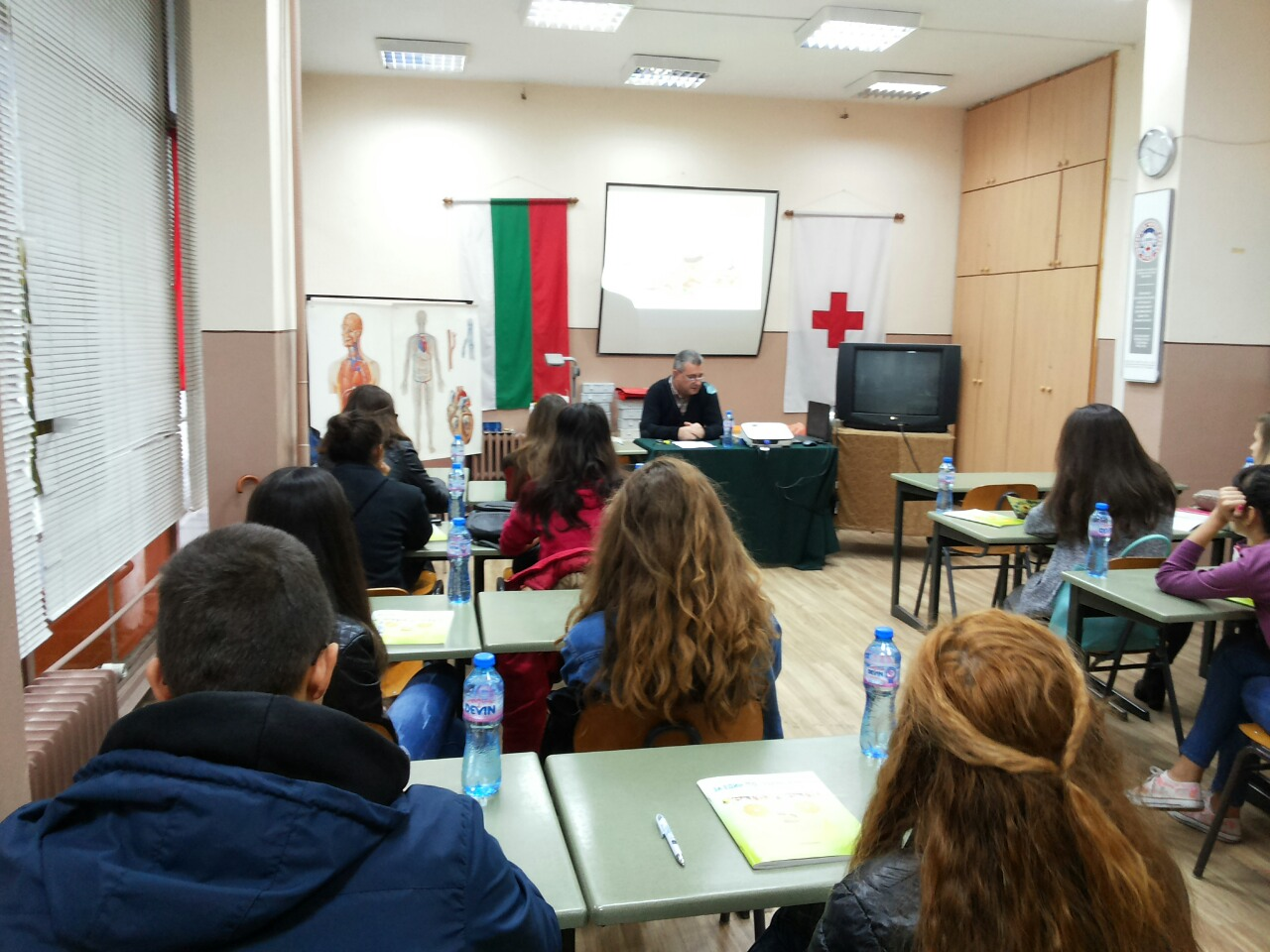 Photo of Д-р Гайтанджиев обучава доброволци по здравословно хранене