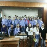 Доброволци обучават ученици как да живеят здравословно