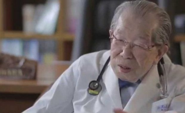 Най-старият лекар в света, който е на достолепните 105 години, издаде рецептата си за здраве и щастие.