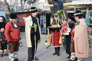 Коледари посетиха русенския пазар