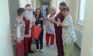 "Дядо Коледа не пропусна пациентите, лекарите и персонала на лечебни заведения ""Медика"""