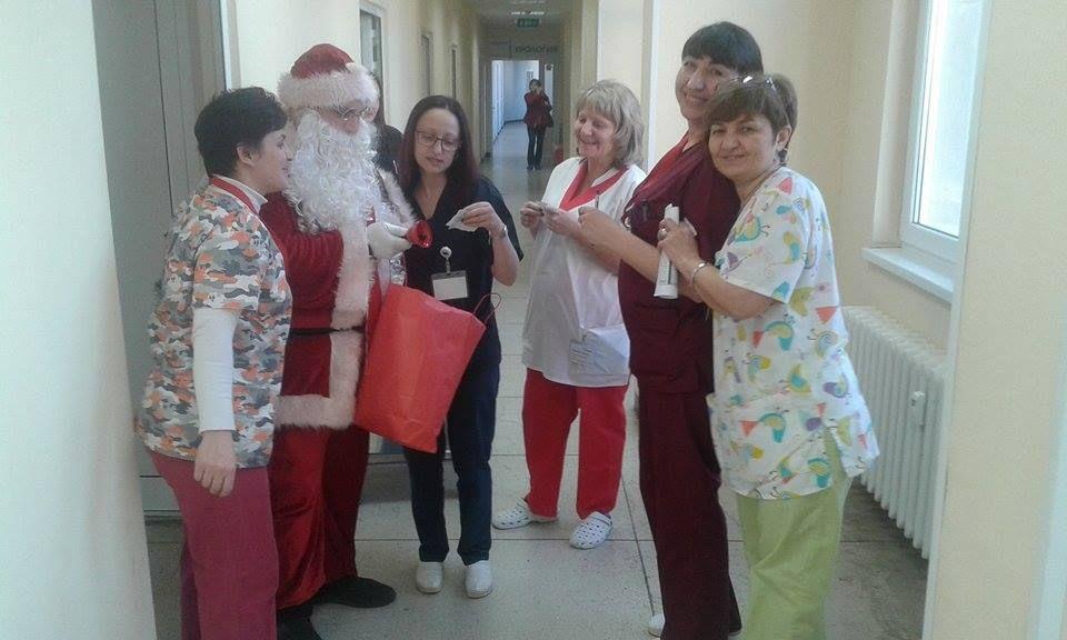 """Photo of Дядо Коледа раздаде късмети в лечебни заведения """"Медика"""""""