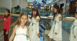 Коледна песен за децата сътвори второкласничка от Варна