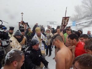 Кметът поздрави ентусиастите, готови да скочат в ледените води