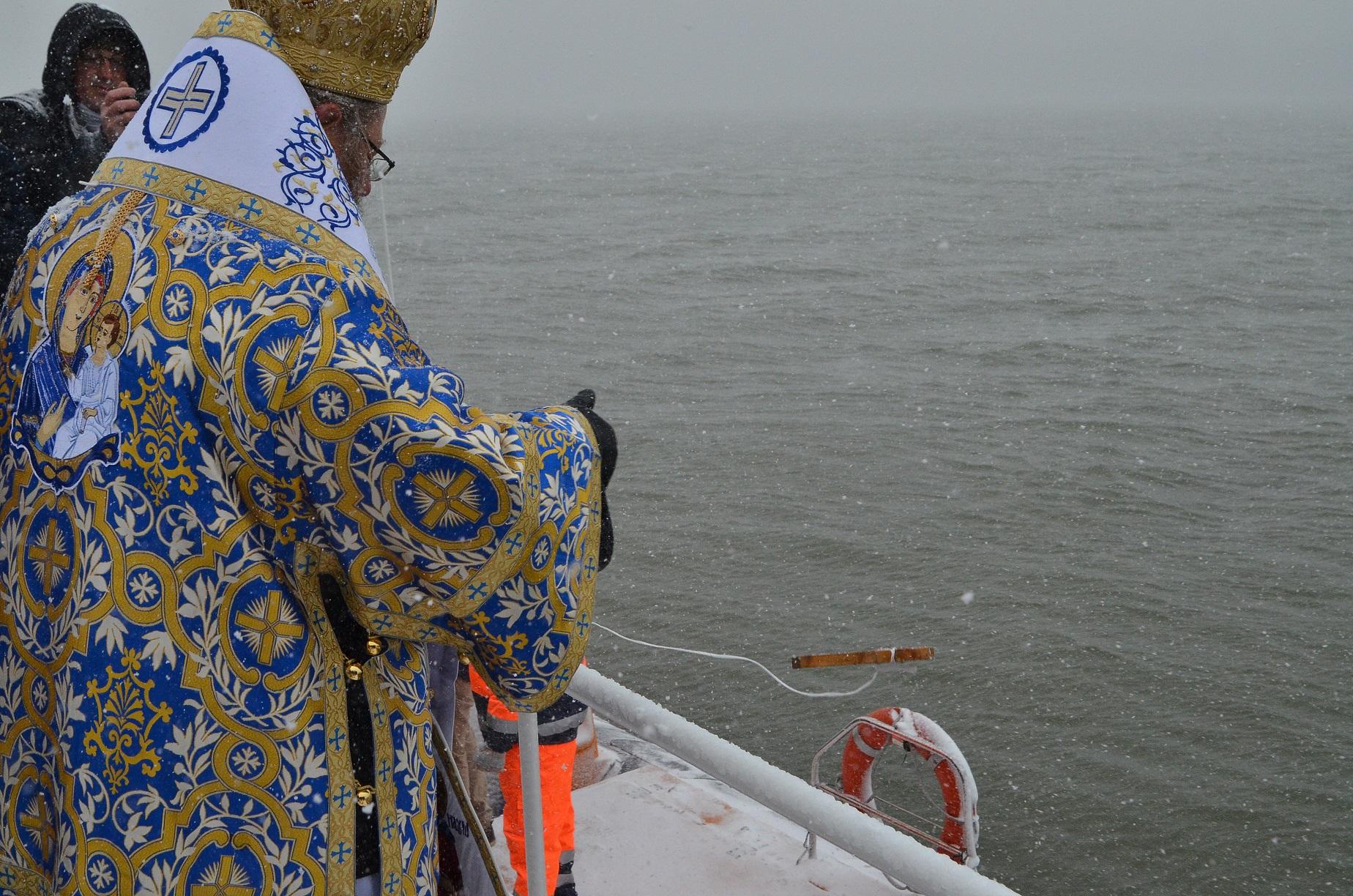 Photo of Йордановден е, потопиха кръста за здраве в Дунава