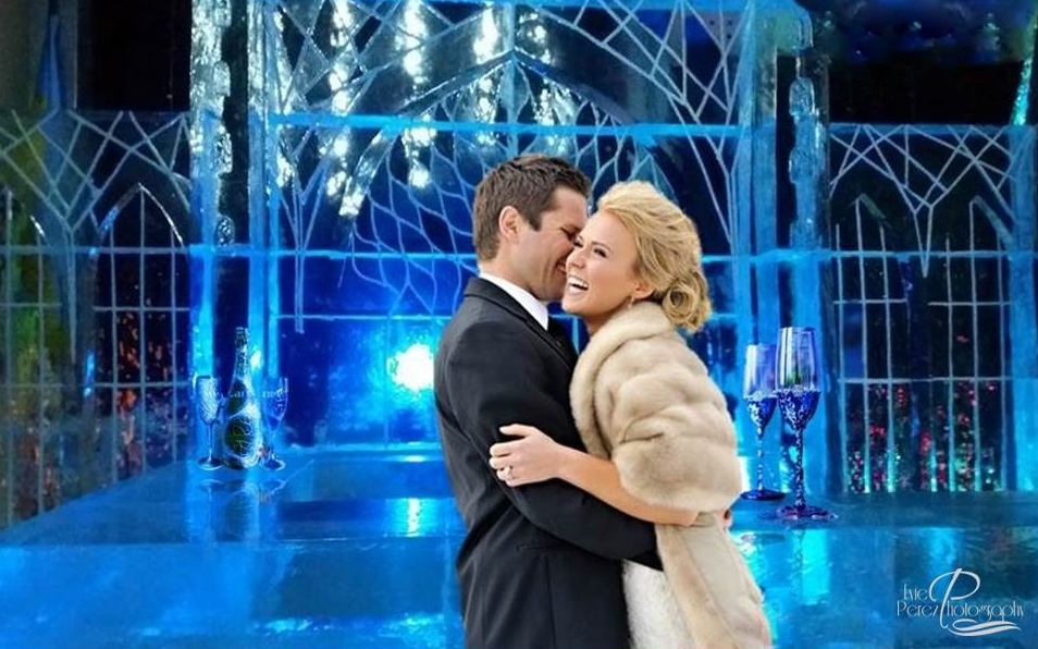 Photo of Младоженци от Букурещ с приказни фотосесии сред ледените скулптури