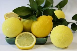 Лимоните са богати на витамин C и противовъзпалителни съединения.