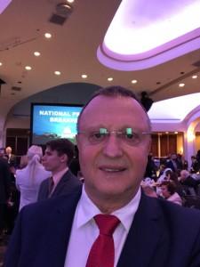 Пламен Нунев публикува във Фейсбук селфи от форума