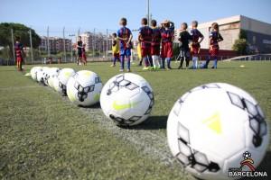 86 деца изживяха магията на великия отбор, включвайки се в първия Кампус Барселона миналото лято