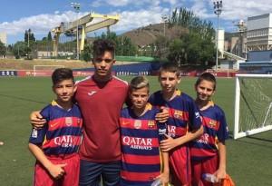 Кун Теменужков с децата от Кампус Барселона