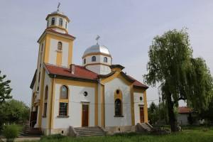 """Обновената църква """"Свети Архангел Михаил"""" в село Сандрово отвори врати"""