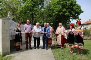 Лентата на храма беше прерязана днес от Пламен Нунев, Пламен Стоилов и Божидар Стоилов