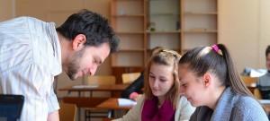 Заедно в час вярва, че това е положителна новина за страната, тъй като показва, че интересът към учителската професия започва да се покачва.