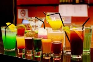 Не е препоръчителна употребата на алкохол в жегите.