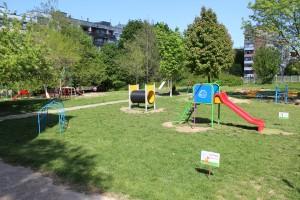 Малчуганите вече имат модерна детска площадка
