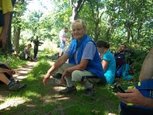 Затова освен летни дрехи, Донка взема и топли одежди, дъждобран, сандали, но и удобни туристически обувки.