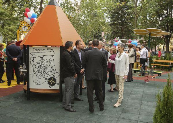 """Photo of """"Пирогов"""" е с нова детска площадка в двора на болницата"""