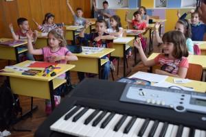 """Концепцията """"Шулверк"""" е създадена през 30-те години на миналия век от известния немски композитор Карл Орф,автор на гениалната хорова творба """"Кармина Бурана""""."""