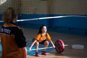 След откриването на първата училищна зала, в началото на учебната година, тежкоатлетическият клуб насочи своите усилия към подобряване на достъпа на децата до спорта