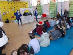 Малчуганите получиха приказно преживяване и много подаръци на коледното тържество в Социалния комплекс.