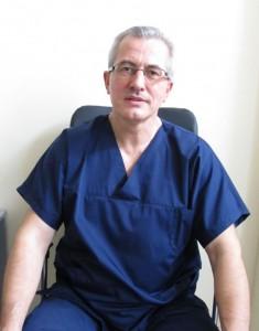 """Онкогинекологът д-р Венцислав Несторов премахна 8-килограмова киста в отделението по Гинекология към УМБАЛ """"Медика Русе""""."""