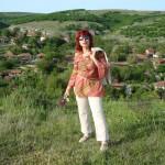 Влюбени под дъжда изпълват платната на Снежана Борисова