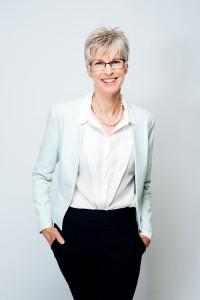 Д-р Уилямс е дъщеря на Маргарет Сасе, австралийката, основала през 1982 г. програмата за ранно детско развитие KindyROO.