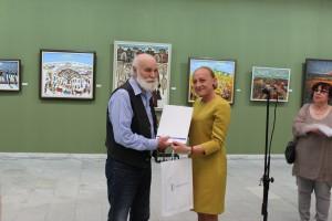 """Наталия Кръстева връчи златна значка """"Русе от името на кмета Пламен Стоилов"""