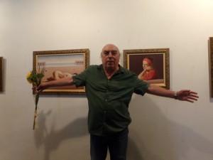 В залата на галерията Николай Караджов показва седемнадесет свои нови платна в жанровете голо тяло, фигурална композиция, натюрморт и пейзаж.