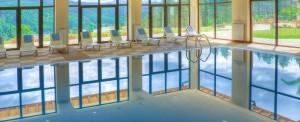 Закрит басейн, фитнес, релакс зона и спа са само част от екстрите в хотела