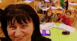 Учителят и разместените чинове