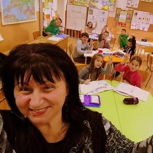 Photo of Учителят и разместените чинове