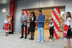 След официалното прерязване на лентата, Басарбово се одоби с нов модерен магазин