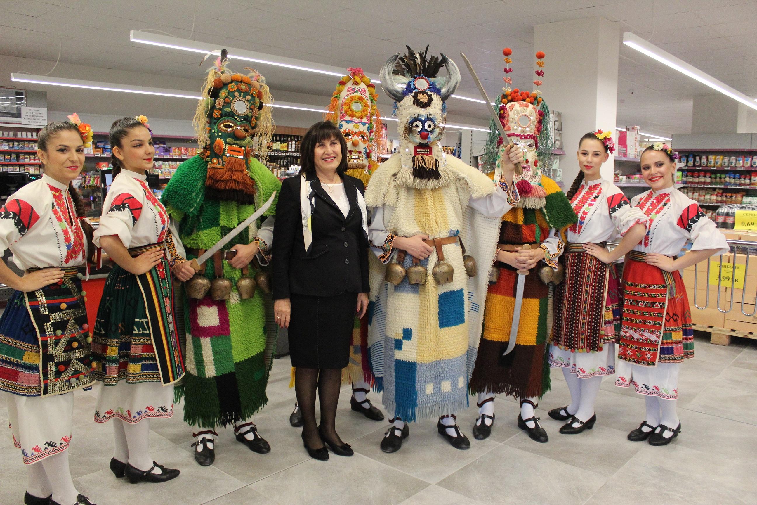 Photo of С кукери и народни танци откриха нов търговски обект в Басарбово