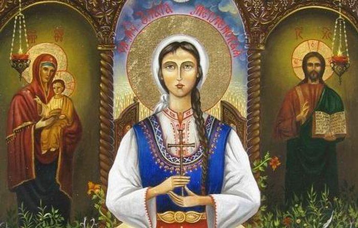 Photo of Миряни от цялата страна се молят на Света Злата Мъгленска в село Прилеп