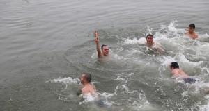 23-годишен бъдещ учител извади кръста от река Дунав