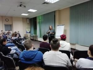"""На 1 март, петък, тя представи курса си пред пълна зала млади хора от 13 до 20 години в хотел """"Бистра и Галина""""."""