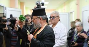 """Професор ортопед с русенски корен и негов колега индиец работят в новото отделение на """"Медика"""""""